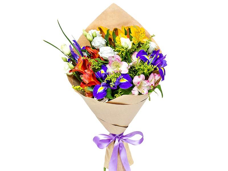 Įvairių gėlių puokštės pristatymas